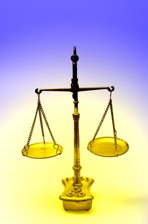 balanza de laboratorio: báscula mecánica de oro de peso, también balanza de laboratorio, balanza, o el balance de haz