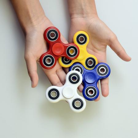 Azul Mano hilandero, juguete mano jugueteando