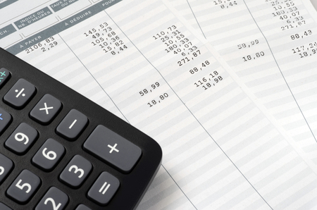 Euro-pagamento, deslizamento, e, calculadora, cima, para, folha de pagamento, ou, salário, fundo, francês, menção, para, pagar, e, deduzir
