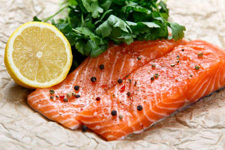 rosmarin: Raw Salmon fish fillet with fresh herbs on crumpled paper Stock Photo