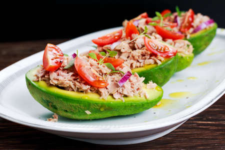 Avocado boats stuffed with tuna, red onion and cherry tomatoes seasoned with thyme.