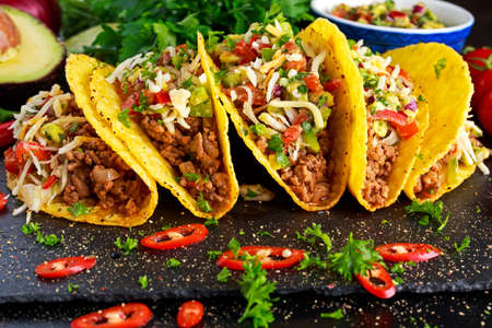 Mexican food - delicious taco shells with ground beef and home made salsa. Foto de archivo