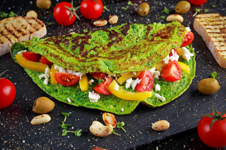 cebollines: Vegetables Green Omelette with tomatoes, greek cheese, olives, nuts, paprika, toast on stone background. concept healthy food