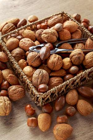シェル内のナッツの異なる種類のミックス 写真素材