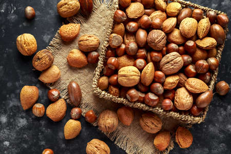 Mix of different kinds of nuts in shell Stockfoto