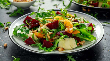 Fresh Beet, Orange salad with wild rocket, cheese and Pine nuts. healthy summer food Zdjęcie Seryjne - 101230165