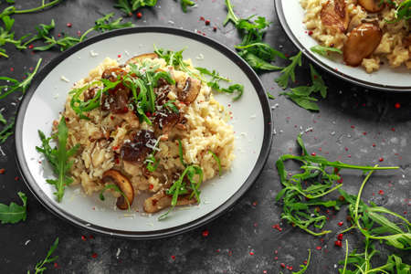 Italian Mushroom risotto with parmesan cheese and wild rocket on top. Foto de archivo - 101913116