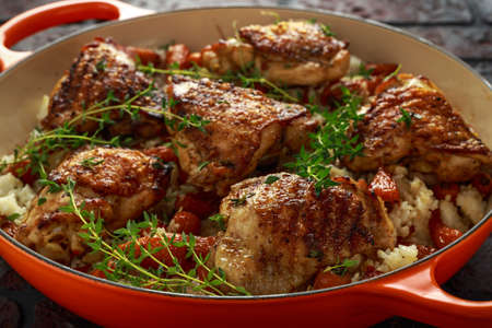 Cosce di pollo ruspanti con riso e carote chantenay glassate al miele in padella