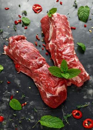 Raw lamb shoulder fillets with chilli, thyme and mint leaves Zdjęcie Seryjne - 108721935