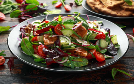 Traditional fattoush salad on a plate with pita croutons, cucumber, tomato, red onion, vegetables mix and herbs 版權商用圖片
