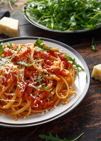 Spaghetti alla Amatriciana with pancetta bacon, tomatoes and pecorino cheese Archivio Fotografico - 119397369