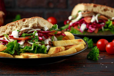 Doner kebab, fried lamb meat with vegetables, fries and garlic sauce in turkish bread Archivio Fotografico - 119551314