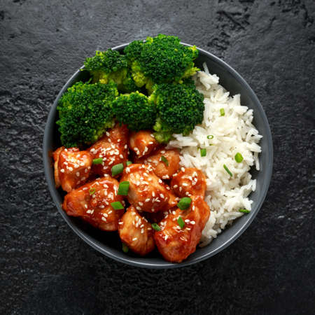 Teriyaki chicken, steamed broccoli and basmati rice served in bowl Zdjęcie Seryjne - 119783739