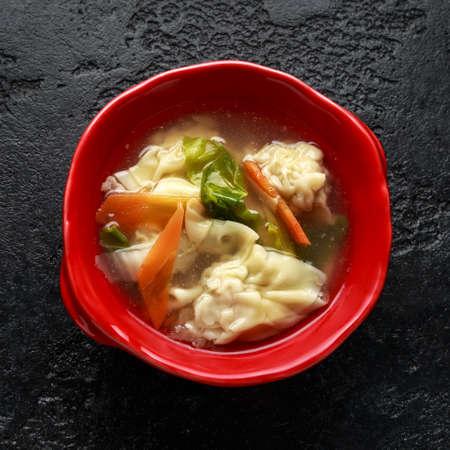 豚肉のんんもん餃子スープに野菜を入れました。 写真素材