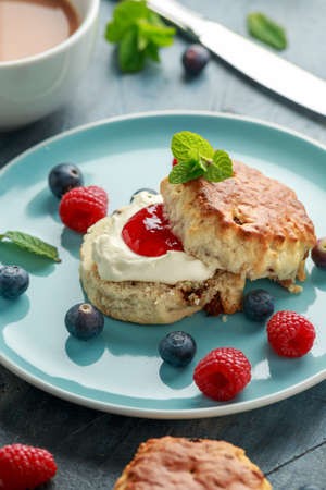 Classic scones with clotted cream, strawberries jam, english Tea and other fruit Stockfoto - 122065676