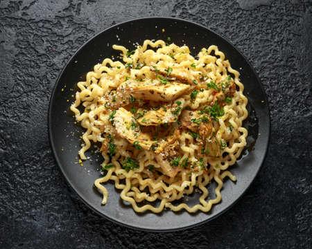Artichoke hearts and lemon pasta with parmesan cheese and parsley Archivio Fotografico - 123674909