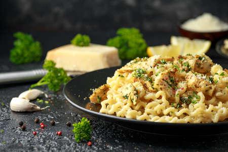 Artichoke hearts and lemon pasta with parmesan cheese and parsley Archivio Fotografico - 125327049