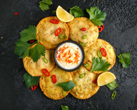 Traditional Indian snack food, chicken and vegetable staffing kachori Imagens