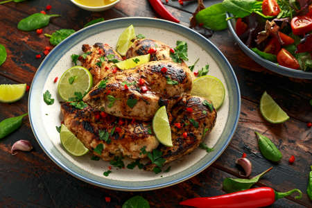 Homemade Grilled Chicken Breast in lime sauce with herbs Stockfoto