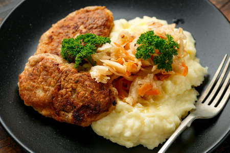 Home made minced meat patties, cutlets served with mashed potatoes and sour kraut. Traditional Russian food 版權商用圖片