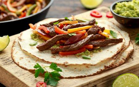 Beef Steak Fajitas with tortilla mix pepper, onion and avocado on wooden board 版權商用圖片