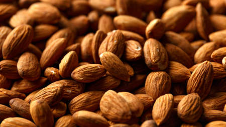 Peeled almonds nuts closeup. healthy vegetarian and vegan food 免版税图像