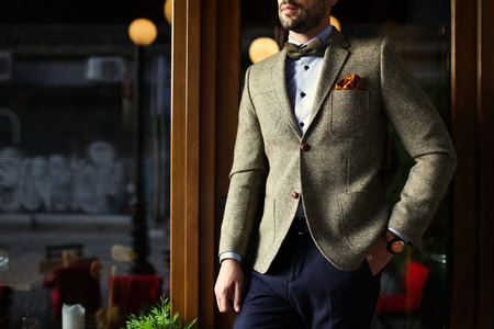 man: Urban smart casual outfit man. Vintage look Stock Photo