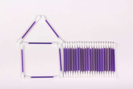 house of purple cotton swabs on a white background, hygiene concept, copy space Banque d'images