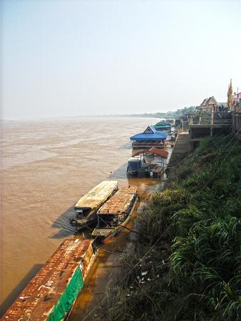 th�?¨: Tailandia Laos Fronteriza en Tha Sadet Pier Market en Nong Khai, Tailandia Foto de archivo