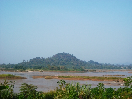 ch: River and mountain landscape near Chiangkhan in Loei, Thailand
