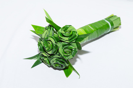 pandanus: Fresh Pandanus leaf weave to rose bouquet