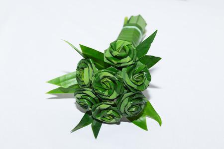 nus: Fresh Pandanus leaf weave to rose bouquet