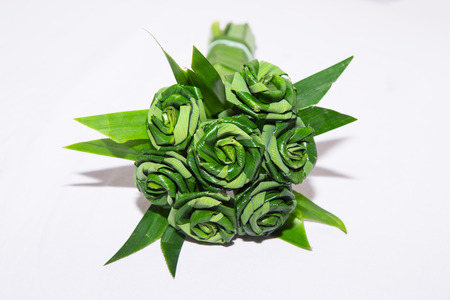 nus: Fresh Pandanus leaf weave to rose bouquet