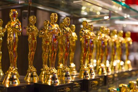 """Bangkok, Thailand - 26 oktober 2014: Oscar beeldjes - officiële opening van het wassenbeeldenmuseum """"Madame Tussauds"""" - selectieve aandacht"""