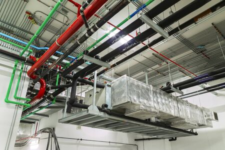 Ventilation system and pipe systems installed on industrial building ceiling. Zdjęcie Seryjne - 70416898