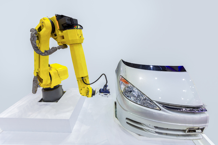 Close up high technology and accuracy equipment robot arm with laser portable 3d scan during inspection automotive part at factory. 版權商用圖片