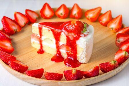 Strawberry cheesecake isolated on white background  版權商用圖片