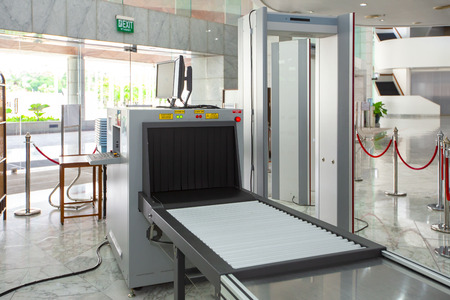 Airport security check point with metal detector and X ray scaner 新聞圖片