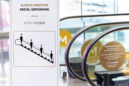 Social distancing sign for warning to keep social distance between each other to protect Coronavirus (CoVID-19) when on escalators.. Zdjęcie Seryjne