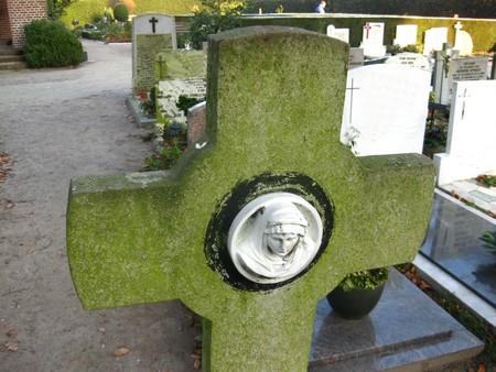 mortal: grave ornament