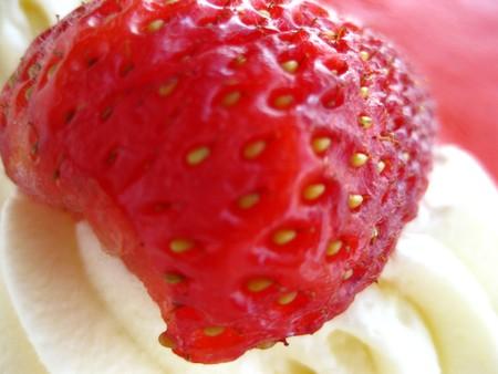 strawberry on cream Stock Photo - 4544387
