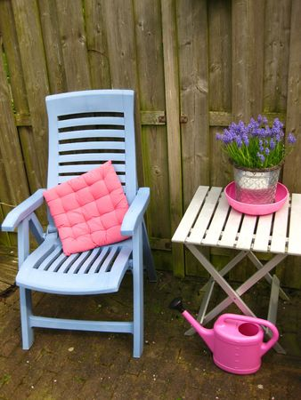 Lawn chair and table photo