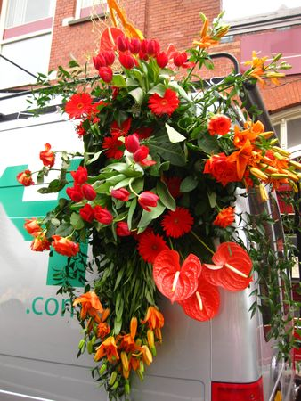 hyacints narcissus: orange flower arrangement on flower parade