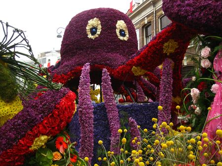 flower parade: Octopussy floral float on flower parade Stock Photo