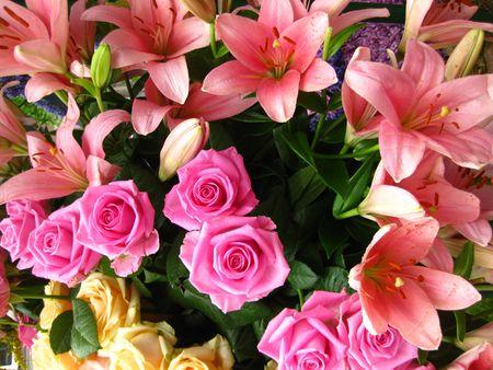 detail of bunch: Pink flower arrangement