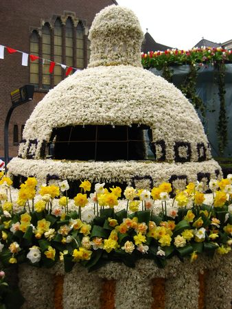 flower parade: Capitol in hyacints on Declaration of freedom float on flower parade