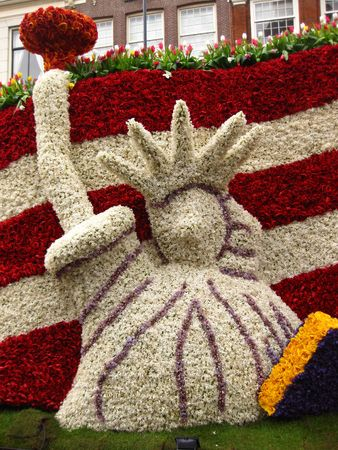 hyacints narcissus: Statue of Liberty made of hyacints on floral parade
