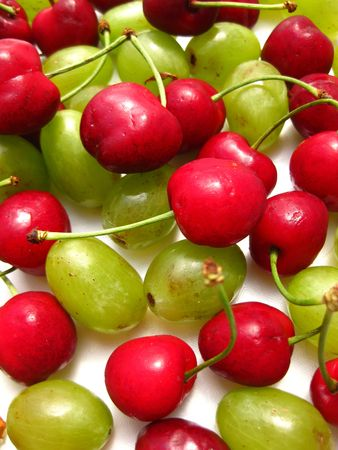 bordeau: cherries and grapes (background)