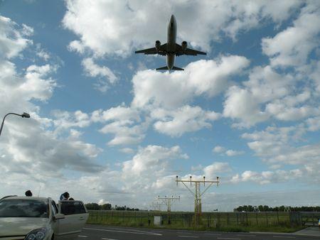 family watching approaching plane, planespotting photo