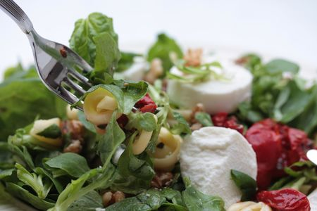 Goat cheese salad with dried tomatoes